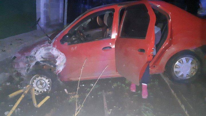 A adormit la volan şi a ieșit cu maşina pe contrasens. ACCIDENT GRAV la Florești. O femeie, transportată la spital