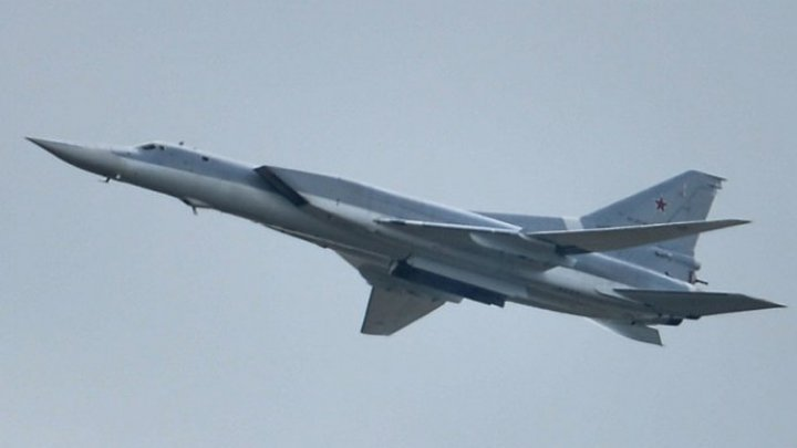 Rusia a survolat Marea Neagră cu bombardiere strategice Tupolev 160 şi avioane Sukhoi-27SM