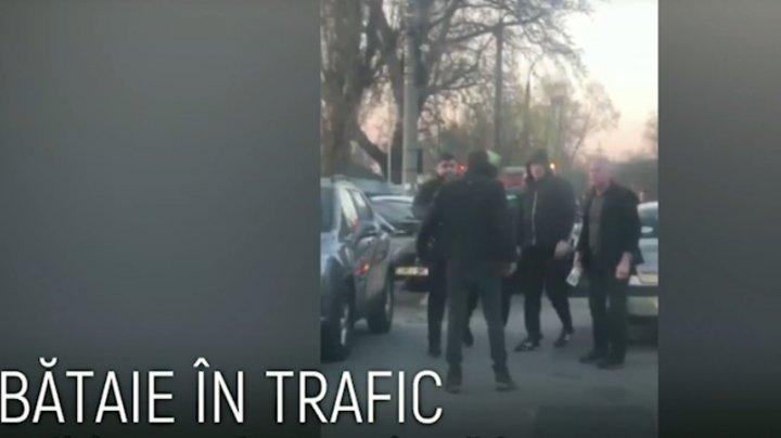 PUMNI ÎN TRAFIC. Poliţia s-a autosesizat în cazul şoferilor care s-au luat la bătaie în sectorul Buiucani (VIDEO)