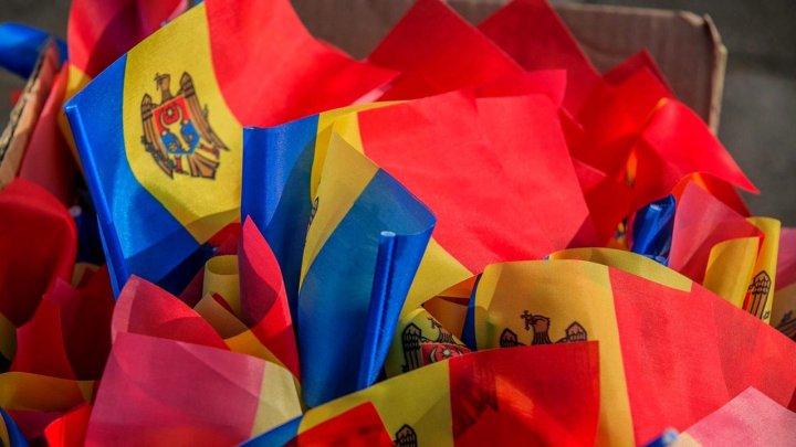 Ziua Drapelului şi a Stemei de Stat în Moldova: Acum 29 de ani, TRICOLORUL a fost arborat pentru PRIMA DATĂ
