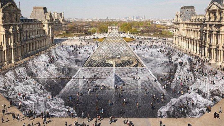 Turiștii au făcut dezastru în Franța la 30-a aniversare a piramidei Luvru