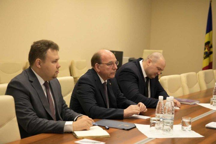 Pavel Filip s-a întâlnit cu Ambasadorul Rusiei la Chişinău, Oleg Vasneţov. Ce au discutat cei doi oficiali