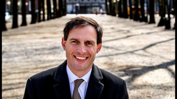 Ministrul olandez de Finanţe: Olanda este gata să iasă din bugetul zonei euro
