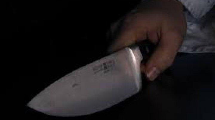 CUTREMURĂTOR. O femeie și-a înjunghiat soțul de 40 de ori pe motiv că O ÎNȘELA