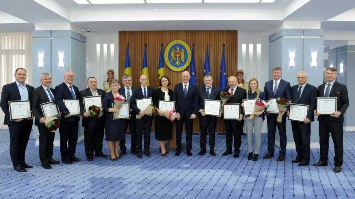 Mai mulţi medici a fost distinşi cu Diplome de Onoare ale Guvernului