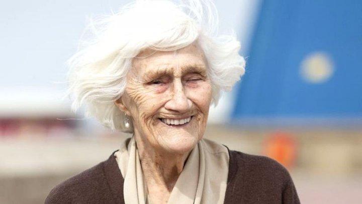 Vârsta nu este o limită. O femeie porneşte în campanie electorală la 92 de ani