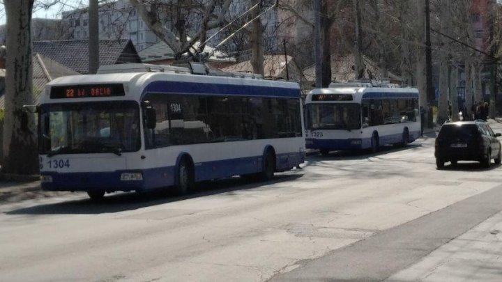 HAOS pe strada Ion Creangă din Capitală. Troleibuzele nu circulă mai mult de o oră