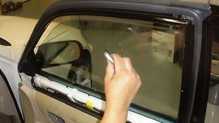 Ce riscă un şofer, care s-a lăudat pe o reţea că şi-a pus FOLIE pe sticlele DIN FAŢĂ ale maşinii