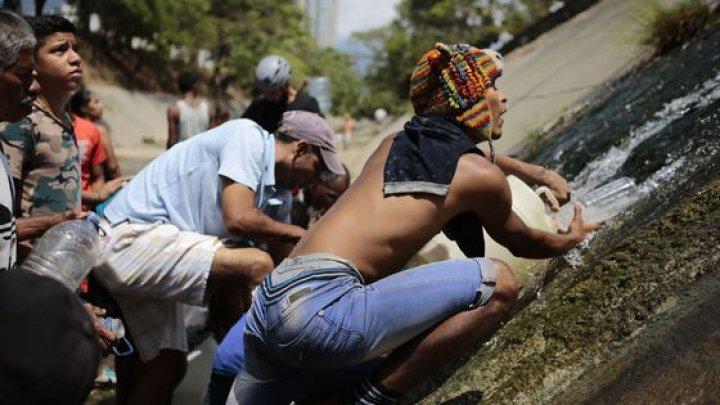 Au spart marţi baricadele. Mii de venezueleni au traversat graniţa cu Colombia