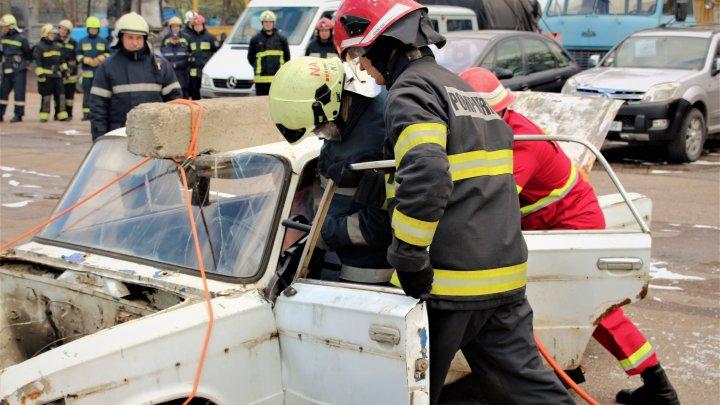 Pompierii au simulat stingerea unui incendiu izbucnit la un transformator electric (VIDEO)