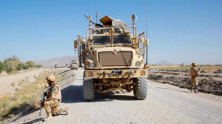 Doi dintre militarii răniţi sâmbătă în Afganistan au fost transferaţi în Germania