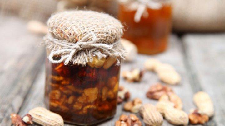 Bine de ştiut! Ce se întâmplă dacă mănânci miere cu nuci în fiecare zi. Efectul este imediat