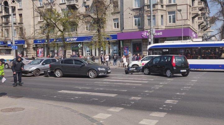 ACCIDENT ÎN LANŢ în centrul Capitalei. Poliţia, la faţa locului (FOTO)