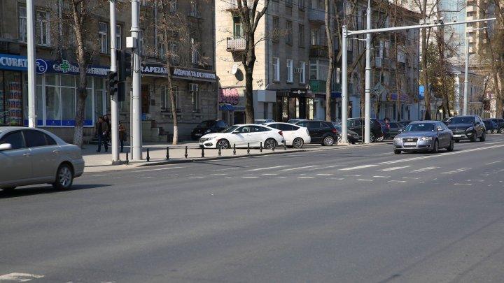 GATA cu maşinile parcate neregulamentar. CUM VOR FI SANCŢIONAŢI şoferii care încalcă regulile