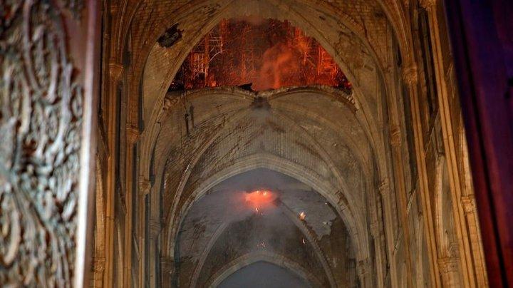 Catedrala Notre-Dame, DEVASTATĂ de incendiu. PRIMELE IMAGINI din interiorul monumentului istoric