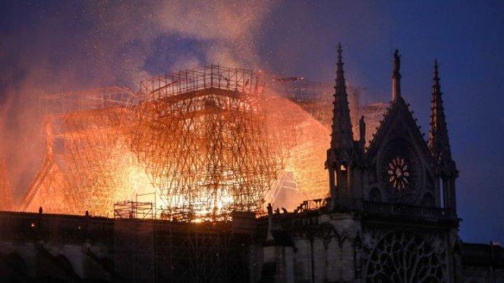 De ce nu s-au folosit elicoptere cu apă pentru stingerea incendiului de la Notre-Dame