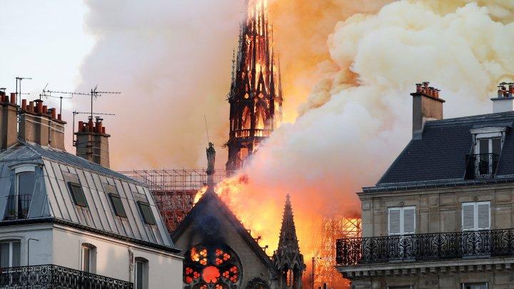 """Incendiul care a devastat catedrala Notre Dame, sursă de inspiraţie pentru realizarea unui serial în stilul producţiei """"Chernobyl"""""""