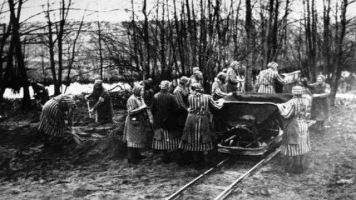 Un fost gardian de lagăr din Germania a fost pus sub acuzare pentru complicitate la omorârea a mii de evrei