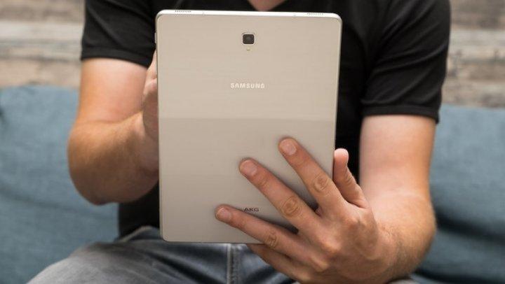 Samsung ar putea completa familia Galaxy Fold şi cu tablete pliabile