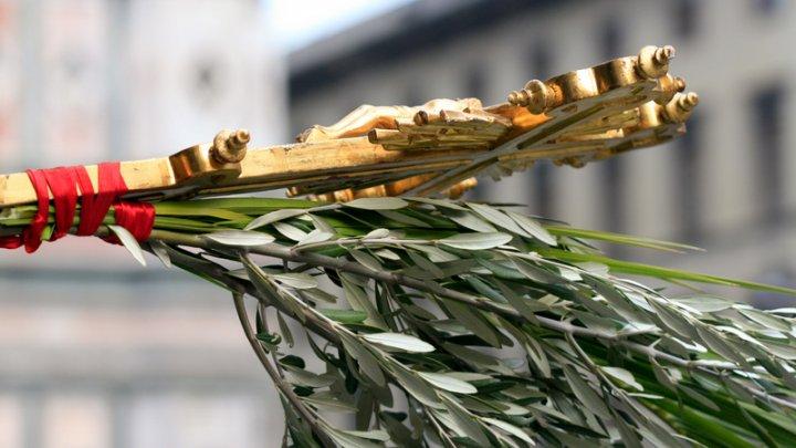 Creştinii ortodocşi sărbătoresc astăzi Floriile