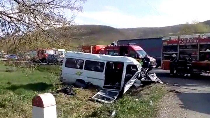Date noi despre accidentul GRAV din Cluj, România. Incident provocat de şoferul care a adormit la volan. Microbuzul era plin cu ELEVI