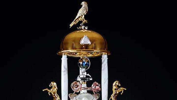Dubai - Trei recorduri mondiale pentru o sticlă de parfum încrustată cu peste 3.500 de diamante
