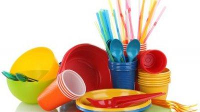 DECIZIE ISTORICĂ. Tacâmurile, farfuriile și paiele din plastic, de unică folosință, INTERZISE în UE