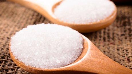 E bine să ştii! Afecțiunile la care te expui atunci când consumi multă sare