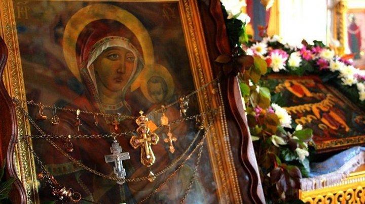 Fără frică de Dumnezeu: Doi bărbaţi au furat bijuterii de peste 1 MILION de lei dintr-o mănăstire din Drochia