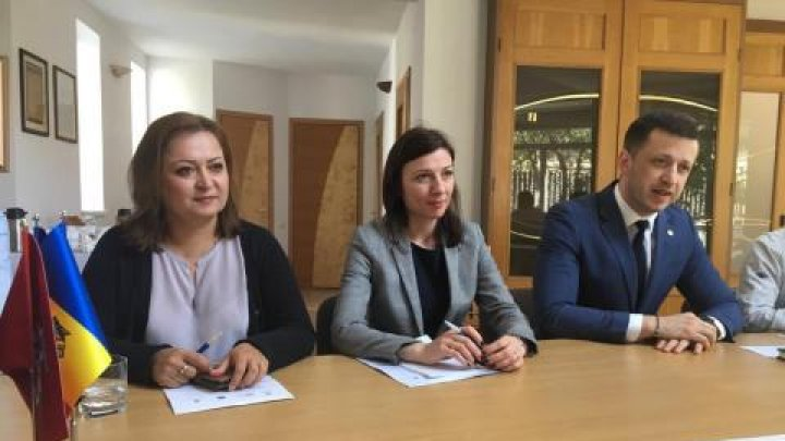 Experţii moldoveni vor putea prealua experiența Lituaniei în transpunerea legislației europene în transportul feroviar, naval și rutier