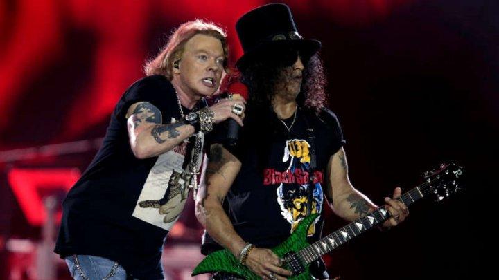 Motivul pentru care formaţia Guns N' Roses a dat în judecată un producător de bere