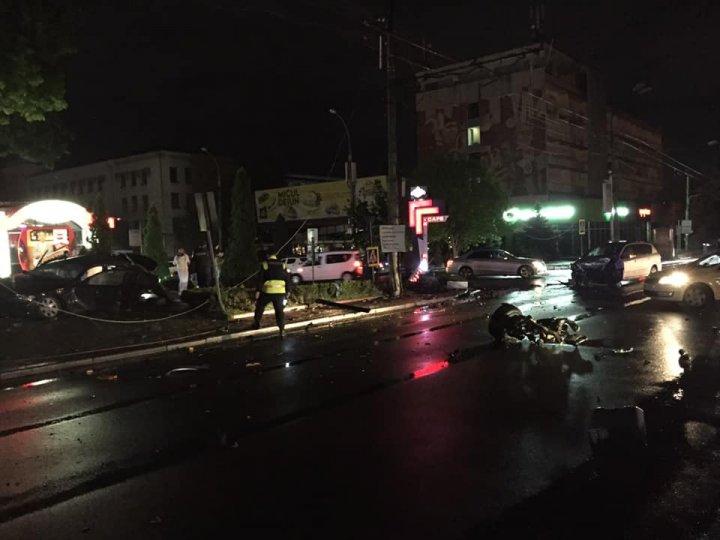 Accident groaznic pe strada Grigore Vieru din Capitală. Două mașini, grav avariate (FOTO)