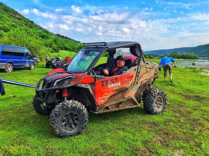 Show pe patru roţi la Șoldănești: 20 de persoane au participat la o cursă off-road cu ATV-uri