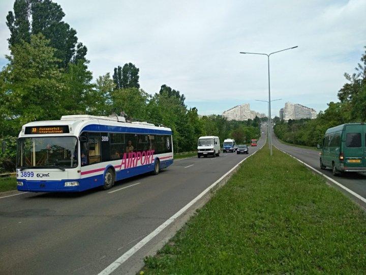 Troleibuzele care circulă spre Aeroport, au un DESIGN nou. Vezi cum arată (FOTO)