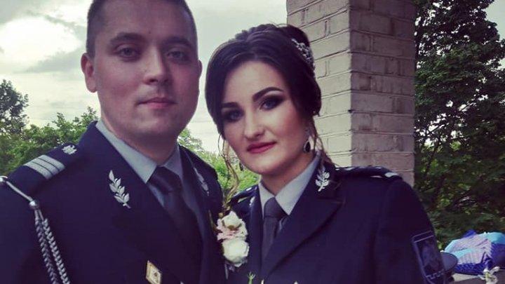 EMOȚIONANT! Doi angajaţi ai Poliției de Frontieră şi-au unit destinele îmbrăcați în uniforma de serviciu