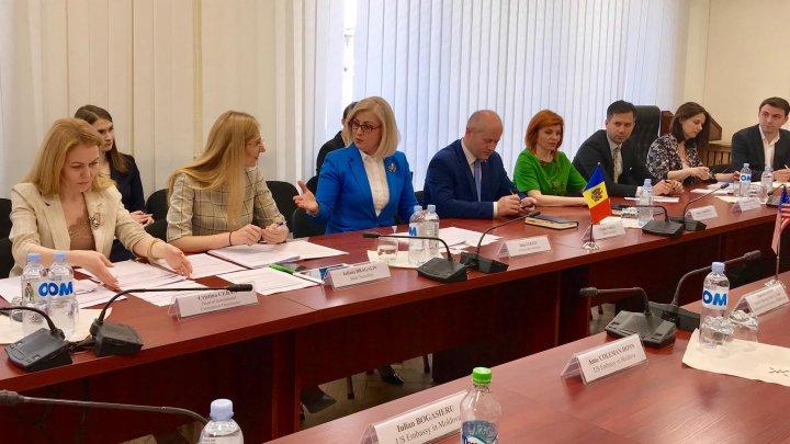 Reprezentații MEI în discuții cu Asistentul Adjunct al Reprezentantului Comercial SUA