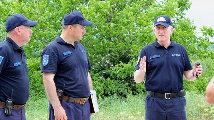 Salvatorii continuă lucrările de fortificare a digurilor în localitățile din raionul Ștefan Vodă, situate în preajma râului Nistru