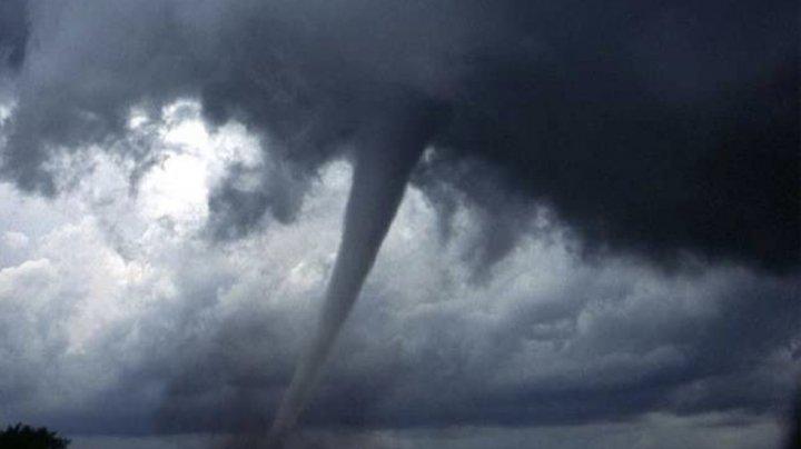 COD ROȘU de tornadă și grindină în apropiere de Moldova