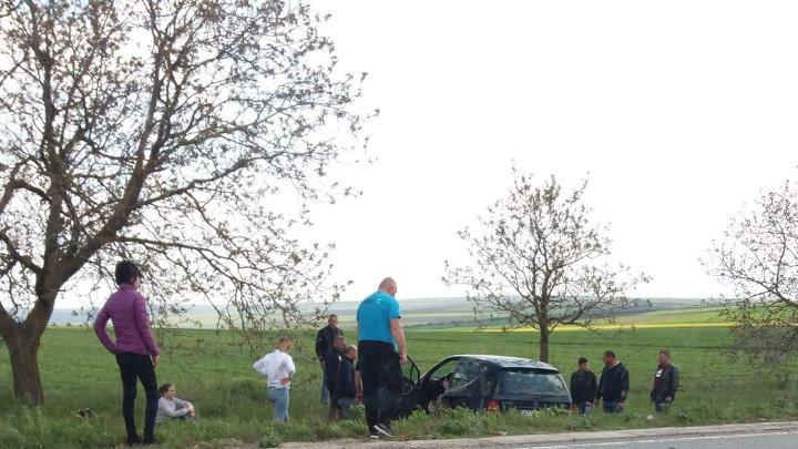 O şoferiţă S-A RĂSTURNAT cu maşina pe şoseaua Orhei-Rezina. Ce spun martorii