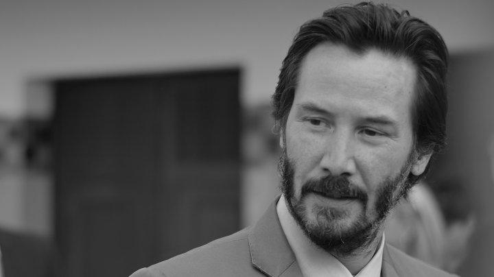 Actorul american Keanu Reeves şi-a lăsat amprentele la Hollywood, în cadrul unei ceremonii oficiale