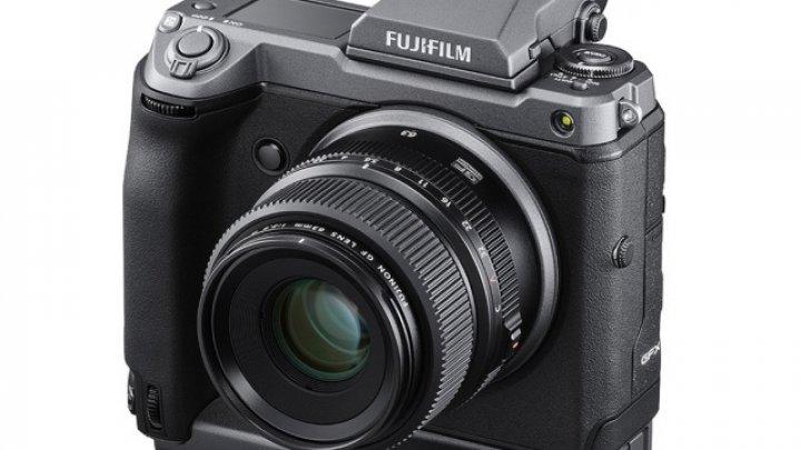 Fujifilm lansează GFX100, un aparat foto mirrorless cu rezoluţie de 102MP
