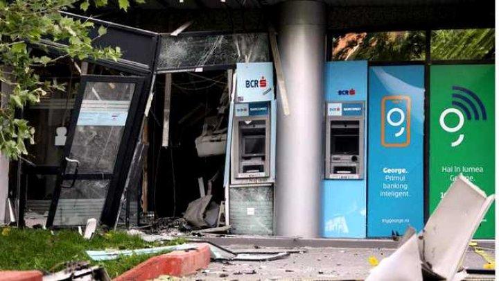 Jaf ca în filme, gândit meticulos. Cum au reuşit doi indivizi să spargă un bancomat în Bucureşti (VIDEO)