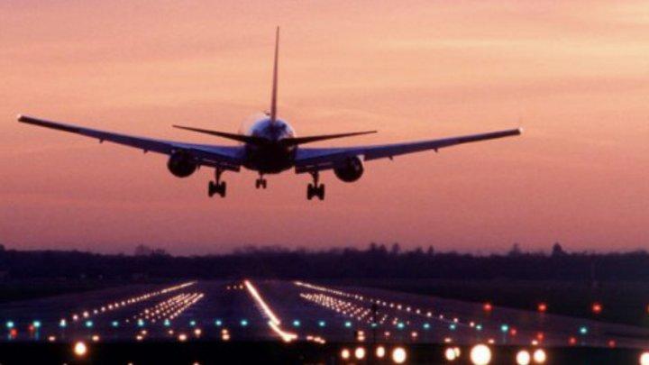 Panică în aer. Un pasager a murit în timpul zborului, după ce a înghițit 246 de pungi cu cocaină