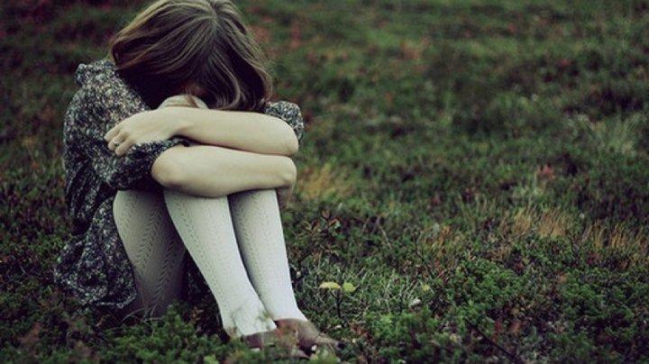 O fetiţă de 12 ani din raionul Şoldăneşti, agresată sexual de un vecin şi bătută de tată