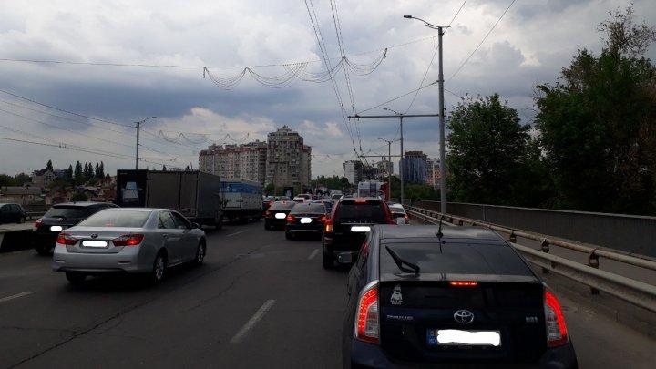 InfoTrafic: Flux majorat de transport în mai multe sectoare din Chişinău
