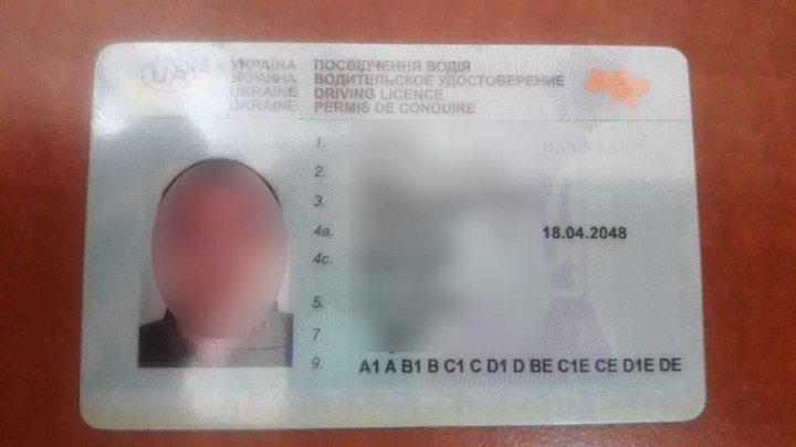 ACTE FALSE depistate la vamă. Um moldovean și un român, cercetați penal