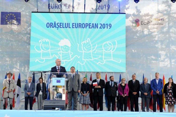 Pavel Filip la Orășelul European: Apropierea de UE se face nu prin declarații, ci prin fapte concrete, în fiecare zi (FOTO)