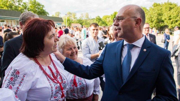 În satul Voinova din Străşeni a fost inaugurat iluminatul stradal şi renovate Casa de Cultură şi Centrul Medical