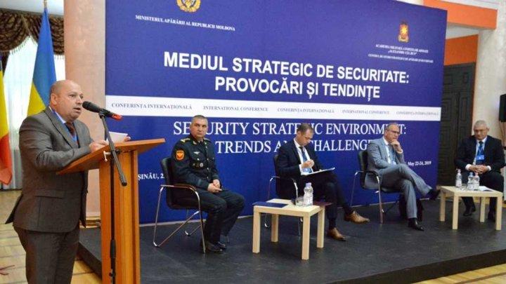 Perspectivele apărării au fost discutate astăzi de către prezentanţii Ministerului Apărării şi mai mulţi misionari acreditaţi la Chişinău