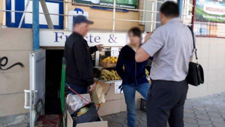 Un bărbat din Cricova a impus cinci tinere să presteze servicii sexuale, după ce le-a minţit că le angajează vânzătoare